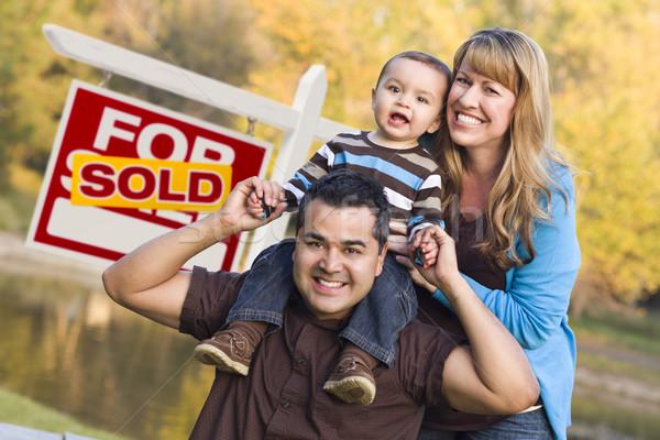 Pareja bebé vendido inmobiliario signo Foto stock © feverpitch