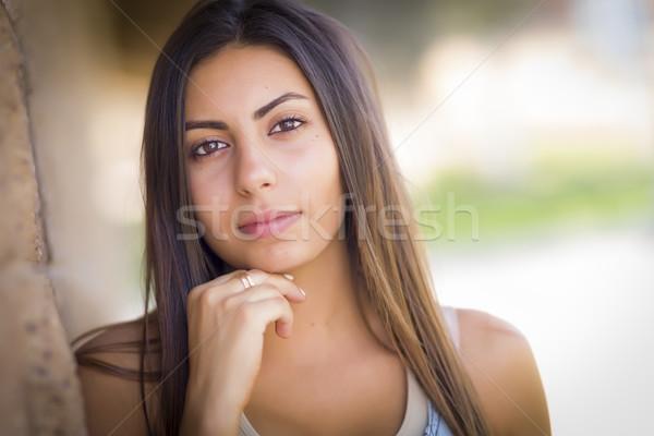 Belo mulher jovem retrato fora feliz Foto stock © feverpitch