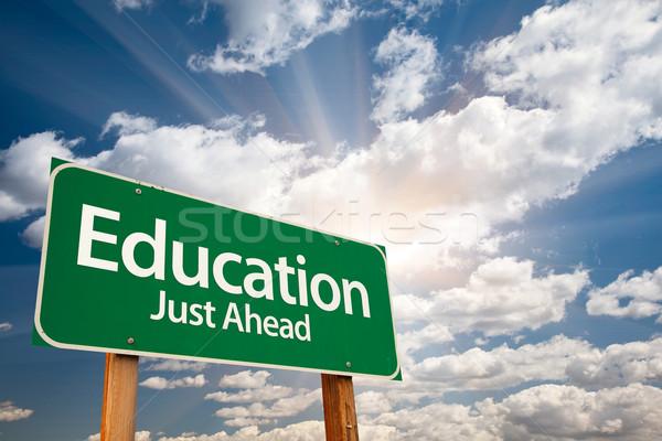 ストックフォト: 教育 · 緑 · 道路標識 · 雲 · 劇的な