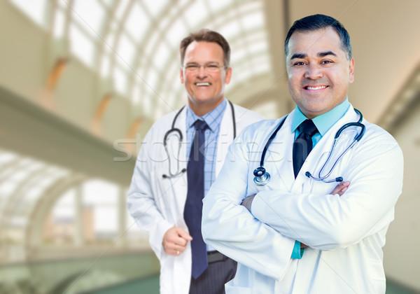 Knap mannelijke artsen binnenkant ziekenhuis Stockfoto © feverpitch