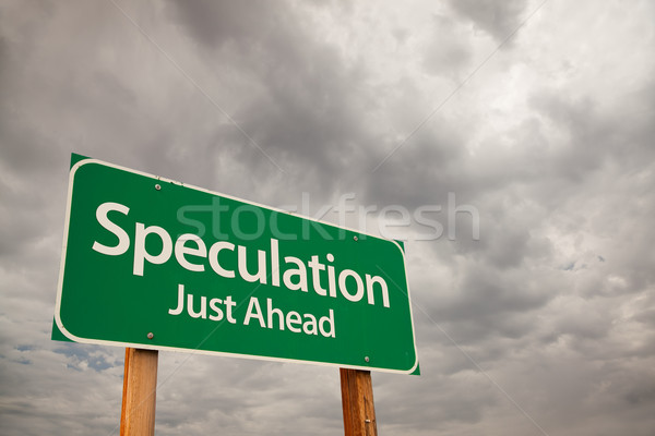 Spekuláció zöld jelzőtábla viharfelhők előre drámai Stock fotó © feverpitch