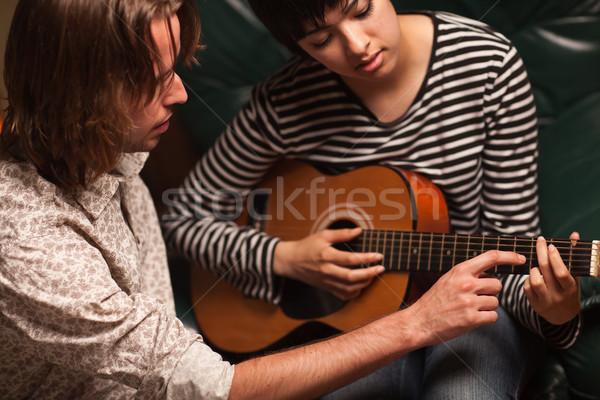 Jovem músico feminino estudante jogar guitarra Foto stock © feverpitch