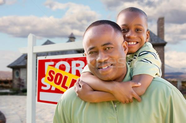Figlio di padre immobiliari segno home felice african american Foto d'archivio © feverpitch