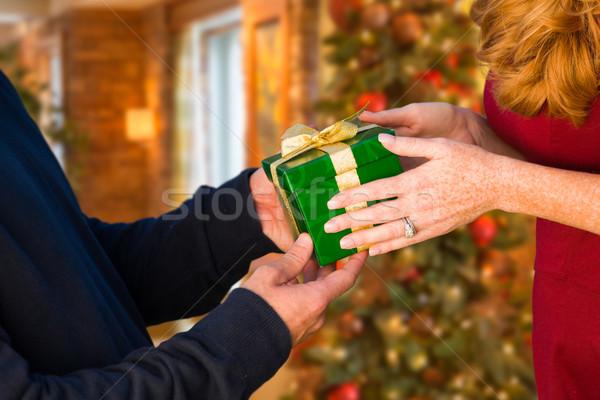 Férfi nő ajándék csere díszített karácsonyfa Stock fotó © feverpitch