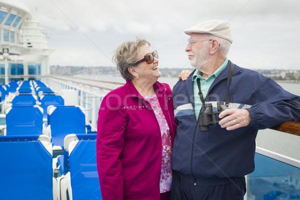 Casal de idosos convés navio de cruzeiro feliz ver Foto stock © feverpitch