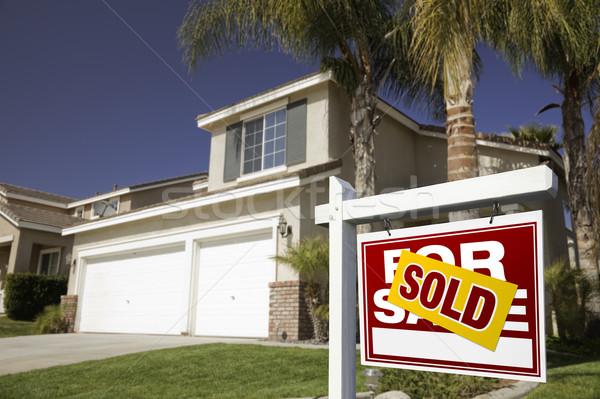 Vermelho vendido venda imóveis assinar casa Foto stock © feverpitch