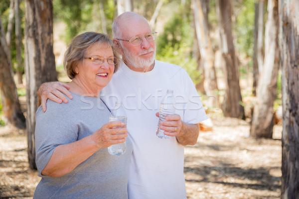 Heureux saine couple de personnes âgées eau bouteilles extérieur Photo stock © feverpitch