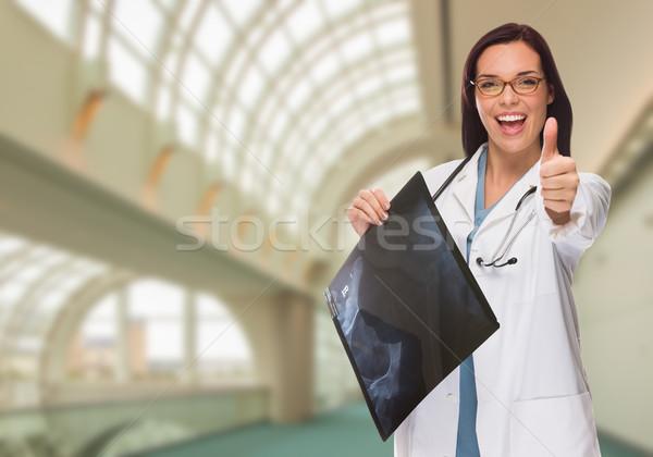 Feliz femenino médico enfermera Xray Foto stock © feverpitch