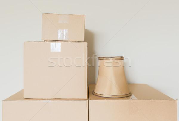 Választék költözködő dobozok üres szoba lámpa árnyék fal Stock fotó © feverpitch