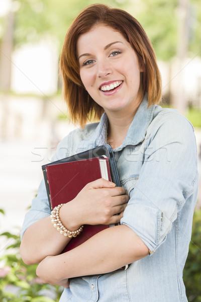 Stockfoto: Glimlachend · jonge · vrouwelijke · student · buiten · boeken