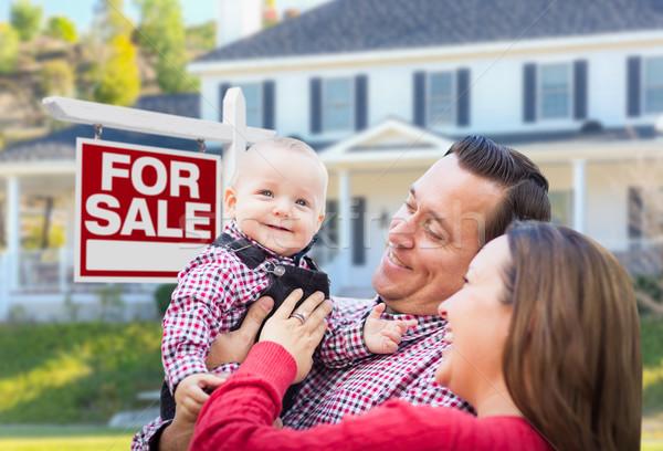 Stock fotó: Fiatal · család · vásár · felirat · ház · boldog