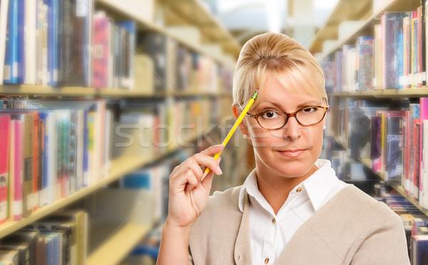 Piękna ekspresyjny student nauczyciel farbują biblioteki Zdjęcia stock © feverpitch