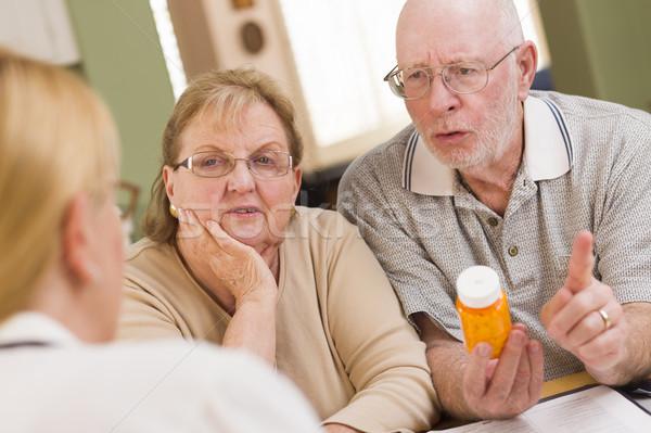 ストックフォト: 医師 · 看護 · 処方薬 · シニア · 用心深い