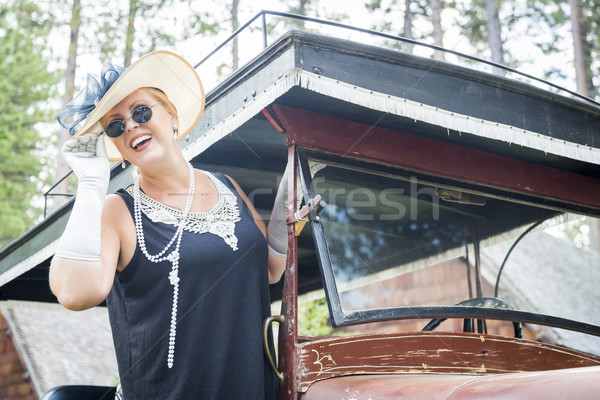 Stockfoto: Aantrekkelijke · vrouw · twintiger · antieke · auto · aantrekkelijk · jonge · vrouw