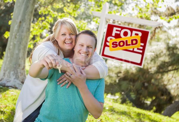 Stockfoto: Paar · uitverkocht · onroerend · teken · sleutels