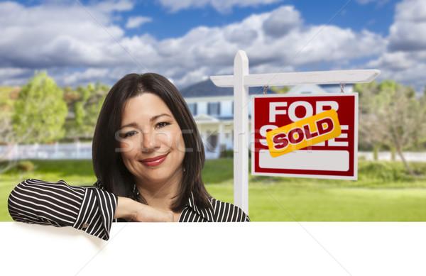 Ispanico donna venduto vendita segno casa Foto d'archivio © feverpitch
