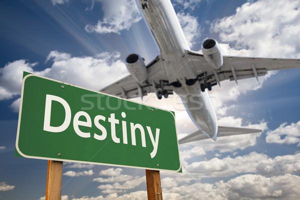 Lot groene verkeersbord vliegtuig boven dramatisch Stockfoto © feverpitch