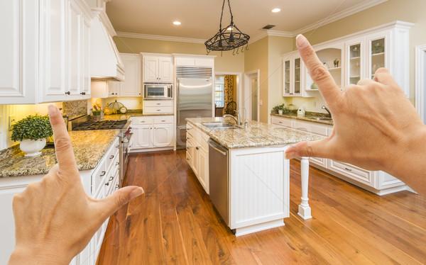 Stockfoto: Handen · mooie · gewoonte · keuken · vrouwelijke · keuken · interieur