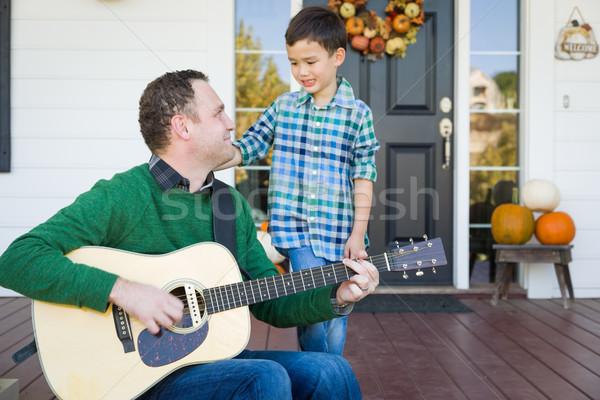 Jonge halfbloed chinese kaukasisch zoon zingen Stockfoto © feverpitch