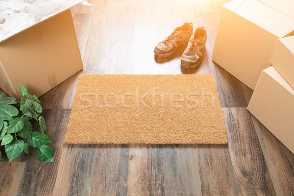 üdvözlet költözködő dobozok cipők növény fa padlók Stock fotó © feverpitch
