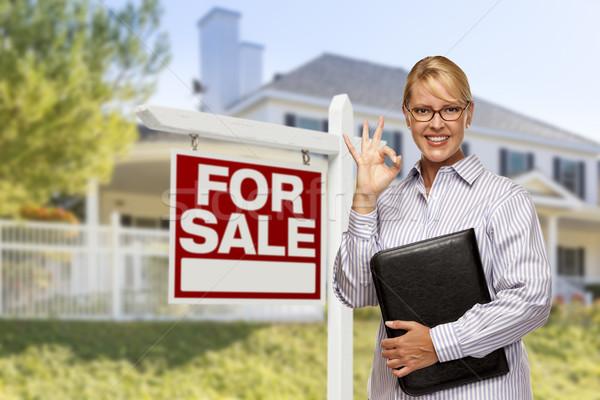 Satış imzalamak ev kadın ev Stok fotoğraf © feverpitch