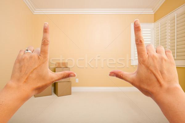 Femenino manos hermosa habitación interior qué Foto stock © feverpitch