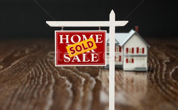 Vendido venda imóveis assinar modelo casa Foto stock © feverpitch