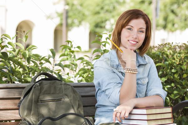 Stockfoto: Jonge · vrouwelijke · student · campus · rugzak · bank