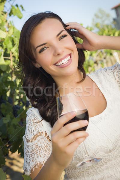 женщину стекла вино виноградник Сток-фото © feverpitch