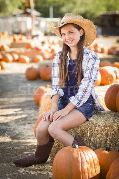 Dziewczyna portret dynia cowboy hat Zdjęcia stock © feverpitch
