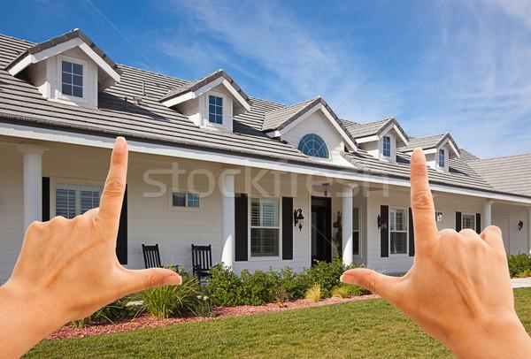 Stock foto: Weiblichen · Hände · schönen · Haus · blauer · Himmel · Gebäude