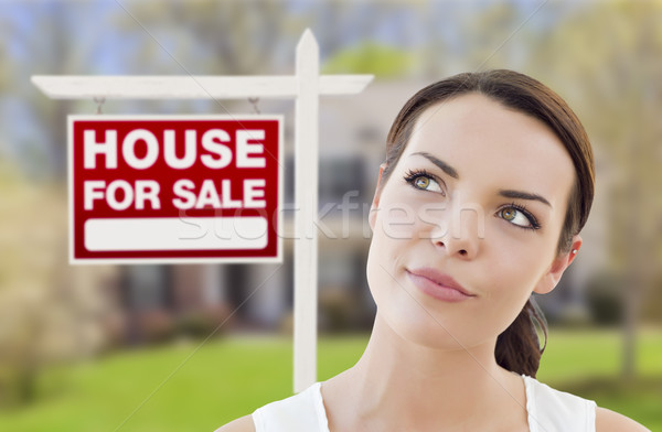Gondolkodik nő ház vásár felirat figyelmes Stock fotó © feverpitch