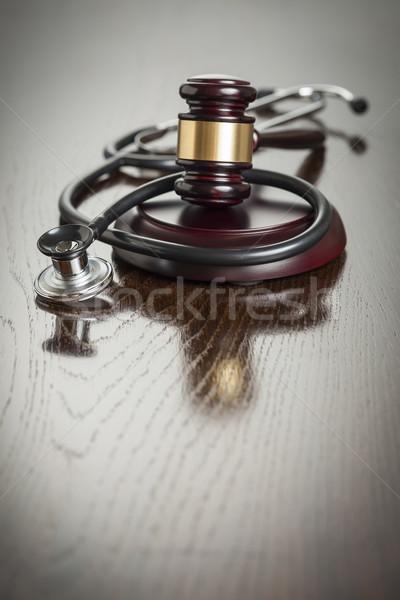 Gabela estetoscópio tabela mesa de madeira médico Foto stock © feverpitch