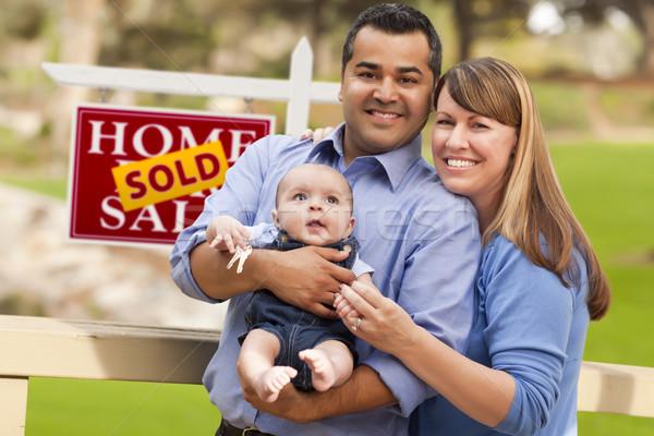 Foto stock: Casal · bebê · vendido · imóveis · assinar