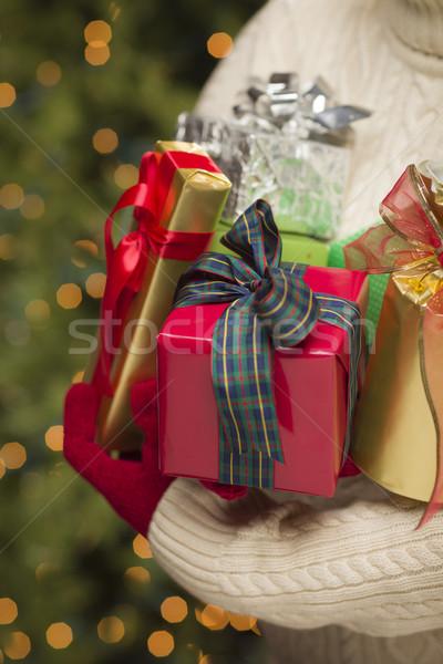 ストックフォト: 女性 · 着用 · 季節の · 赤 · ミトン