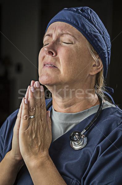 Flehend Gebet weiblichen Arzt Krankenschwester Hände Stock foto © feverpitch