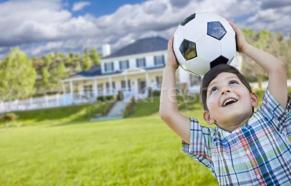Foto stock: Sonriendo · balón · de · fútbol · casa · cute