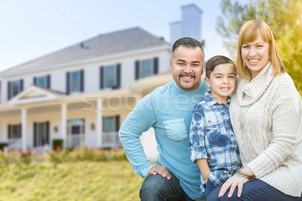 Félvér családi portré ház boldog spanyol kaukázusi Stock fotó © feverpitch