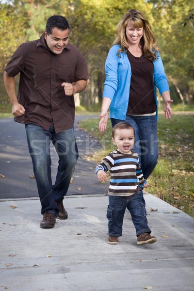 Felice etnica famiglia piedi parco Foto d'archivio © feverpitch