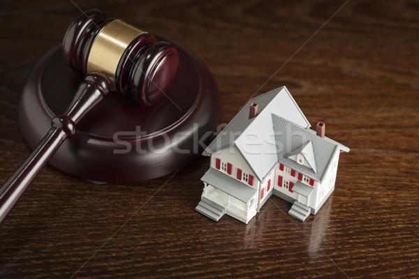 Kalapács kicsi modell ház asztal fa asztal Stock fotó © feverpitch