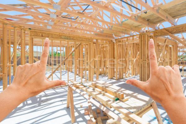 Eller içinde yeni ev inşaat ev ahşap Stok fotoğraf © feverpitch