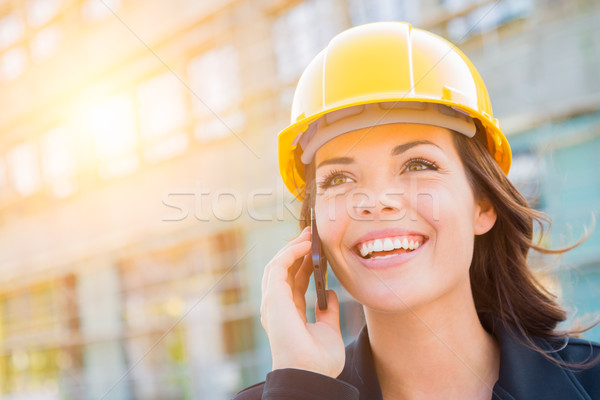 Fiatal női beszállító visel védősisak helyszín Stock fotó © feverpitch