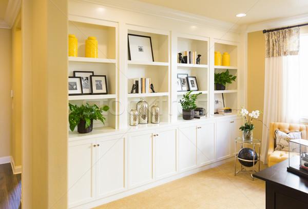 Gyönyörű vám polcok faliszekrény belső ház Stock fotó © feverpitch