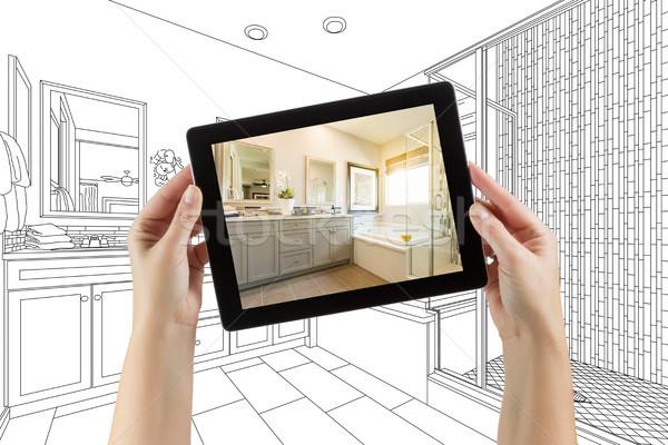 Kezek tart számítógép tabletta mester fürdőszoba Stock fotó © feverpitch