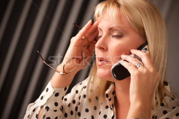 Sarışın kadın cep telefonu bakmak yüz iş Stok fotoğraf © feverpitch