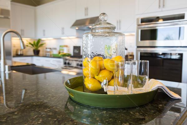 Absztrakt belső konyhapult citrom iszik szemüveg Stock fotó © feverpitch