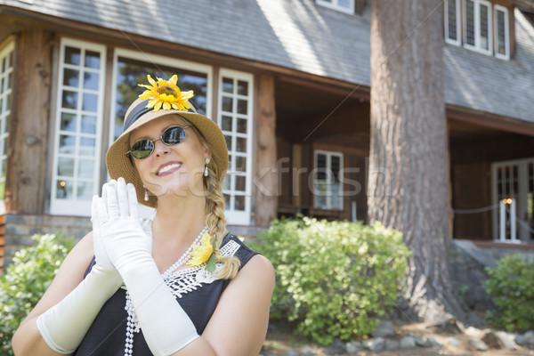 Vingtaine antique maison séduisant jeune femme Photo stock © feverpitch