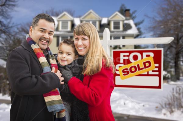 Stock fotó: Család · eladva · ingatlan · felirat · ház · fiatal