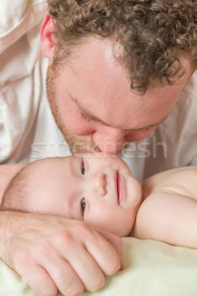 Halfbloed chinese kaukasisch baby jongen bed Stockfoto © feverpitch