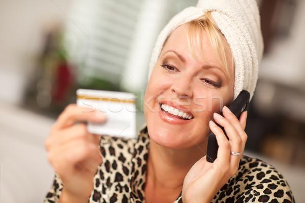 Stockfoto: Glimlachend · vrouw · mobiele · telefoon · creditcard · naar · telefoon